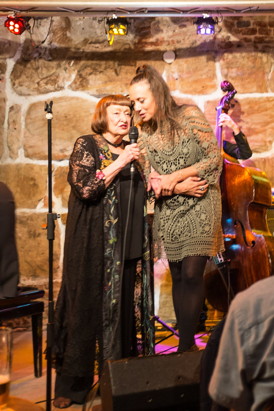 sheila-jordan-im-duett-mit-einer-ihrer-schuelerinnen